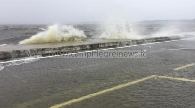 Campi Flegrei, vento forte e piogge torrenziali previste fino a domenica sera