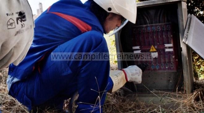 LUCRINO/ Senza energia elettrica da 24 ore i residenti di via Camilla