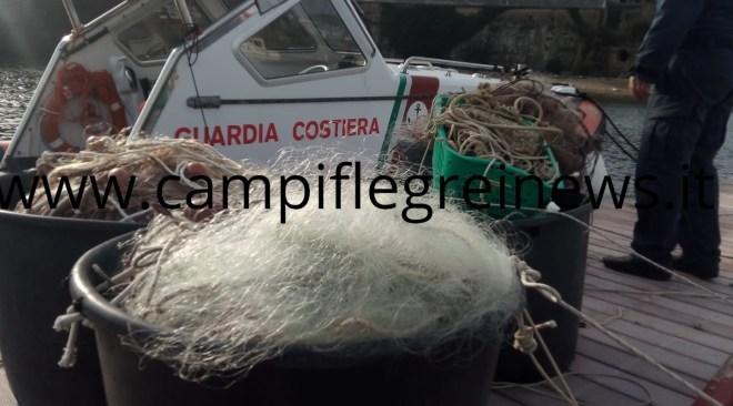 BACOLI/ Blitz contro la pesca di frodo: sequestrati mille metri di reti e un palangaro con 500 ami