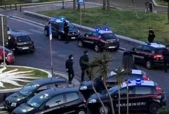 POZZUOLI/ Via Napoli, controlli a tappeto dei Carabinieri dopo la vergogna di ieri