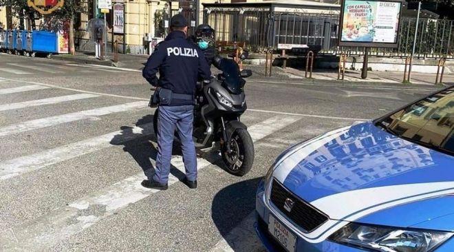 FUORIGROTTA/ Sulla moto sequestrata e senza patente, multa da oltre 7mila euro