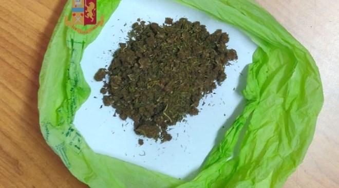 Busta con 40 gr. di marijuana   nascosta tra il pane: denunciato un uomo