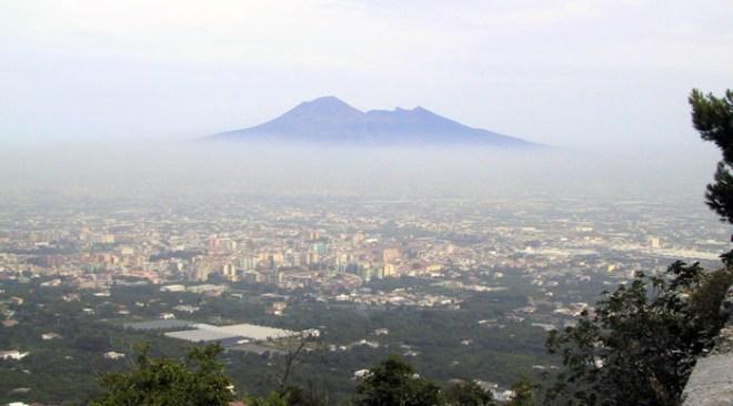 Emergenza smog a Napoli: scatto il divieto di circolazione da venerdì a domenica