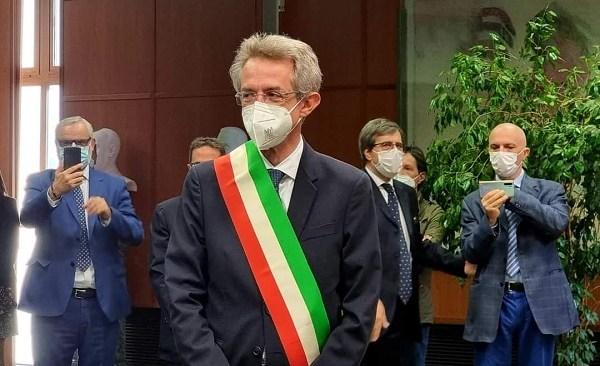 Manfredi nominato nuovo sindaco di Napoli