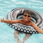 Junge-im-Schwimmring