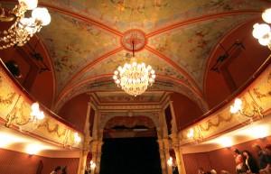 Théatre de Pézenas vue du plafond, activités touristiques de Pézenas