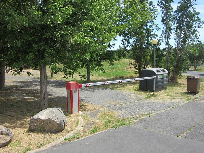 Campingplatz s dfrankreich camping castelsec in p zenas for Parking exterieur