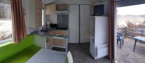cuisine_équipée_mobil_home_panoramique_4_places_camping_les_cerisiers_vernet_les_bains