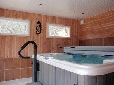 jaccuzzi_espace_detente_camping_les_cerisiers_vernet_les_bains