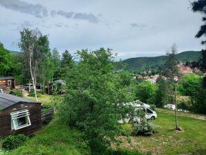 mobil-home_emplassements_caravanes_camping_car_camping_les_cerisiers_vue_sur_vernet_les_bains