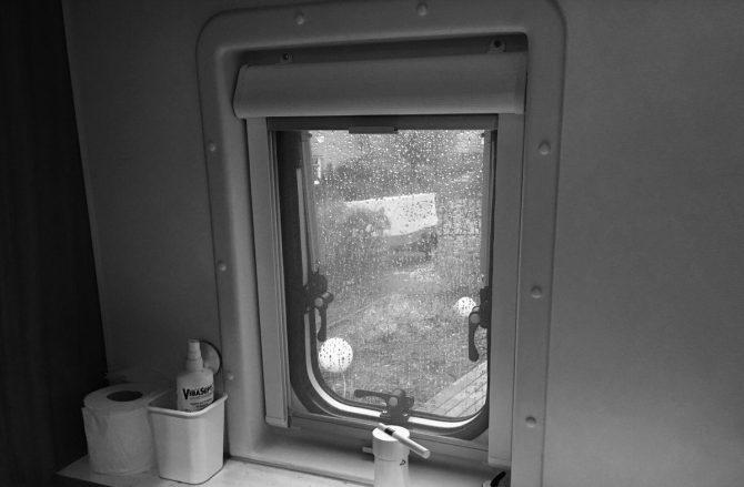 Weinsberg CaraBus 601 MQH Ausstellfenster Toilettenraum