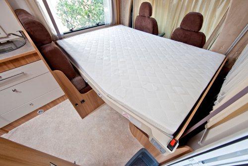 Elektrisk senke og heve seng i bobilen