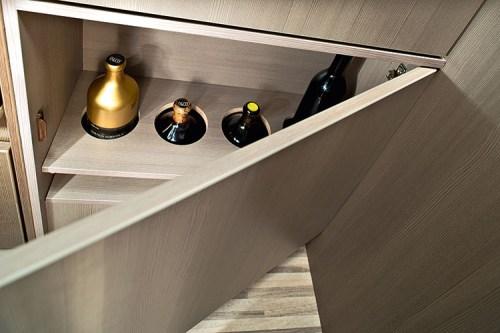Kjøkkenskap med plass til vinflasker ol
