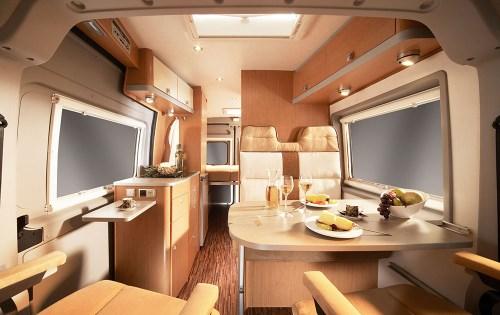 Kjøkken og sittegruppe i Hymer Car GT