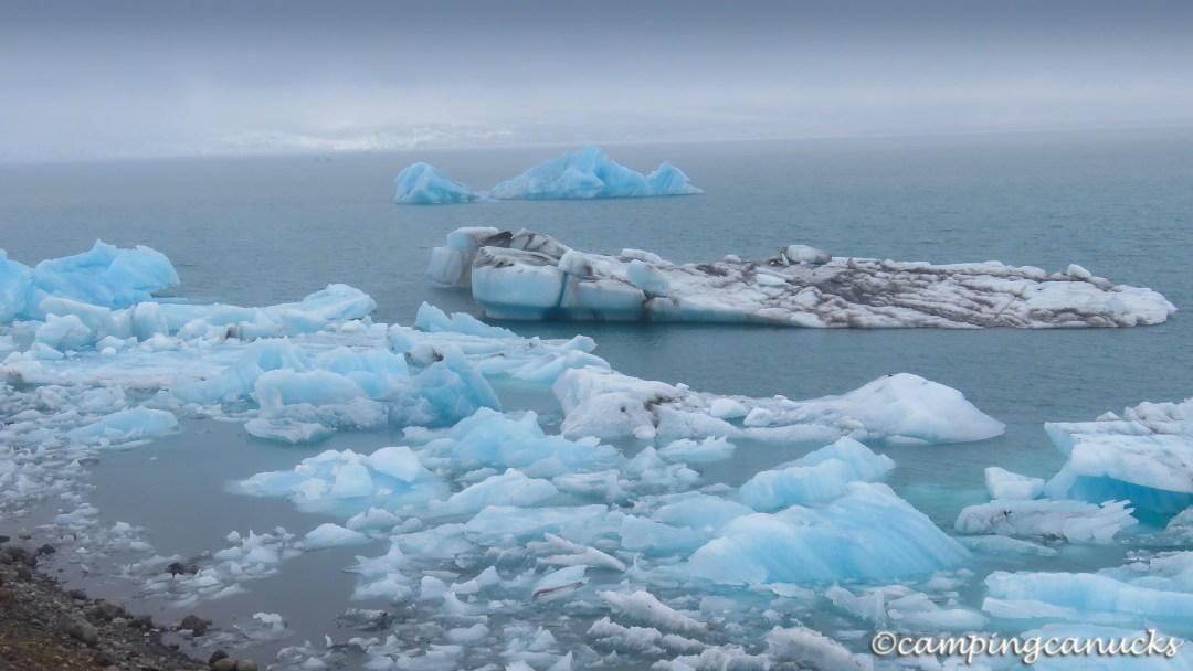 Ice floating at Jökulsárlón
