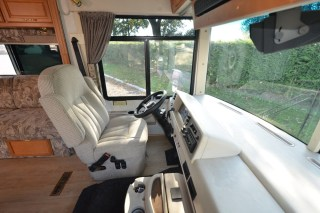 Winnebago_Sightseer_33L-06
