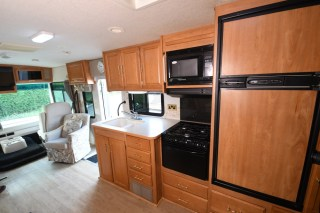 Winnebago_Sightseer_33L-08