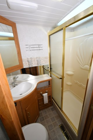 Winnebago_Sightseer_33L-10