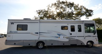 Winnebago_Sightseer_33L-15