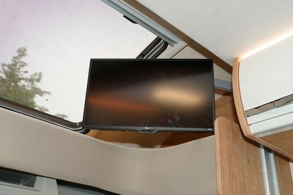 """Horon Go 94 XT. Au-dessus de la cabine, un écran TV 19""""."""