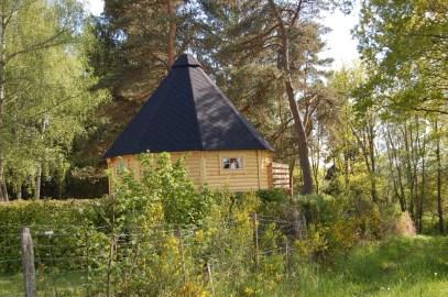 Kota Les pinèdes : un petit cabane finlandais ou chalet dit kota