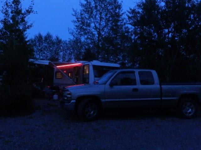 Terrain de camping nuit