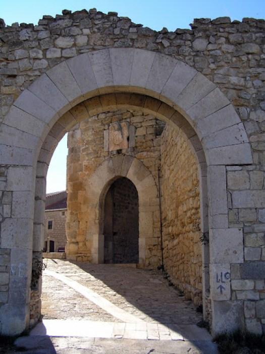 Arco de acceso a la villa