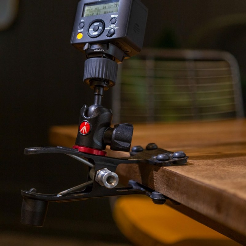 lighting clamps and arms manfrotto cold shoe spring clamp 175f 2 in action 02