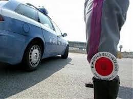 [AUTOSTRADA A29]  Si schianta sull'auto della polizia