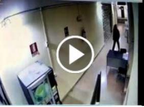 Incendio al Comune di Comiso:  polizia diffonde video piromane