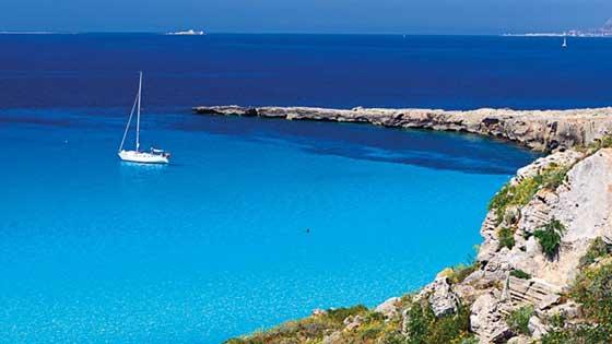 Yacht affonda a Favignana, tutti salvi