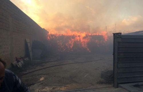 Campobello. Inferno di fuoco: Distrutto dalle fiamme un deposito di legna