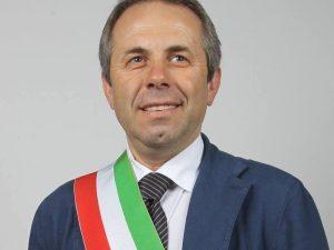 """Bari. Il sindaco si raddoppia lo stipendio: """"Così potrò aiutare i poveri"""""""