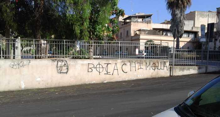 Marsala. Scritte nazifasciste sui muri del centro città
