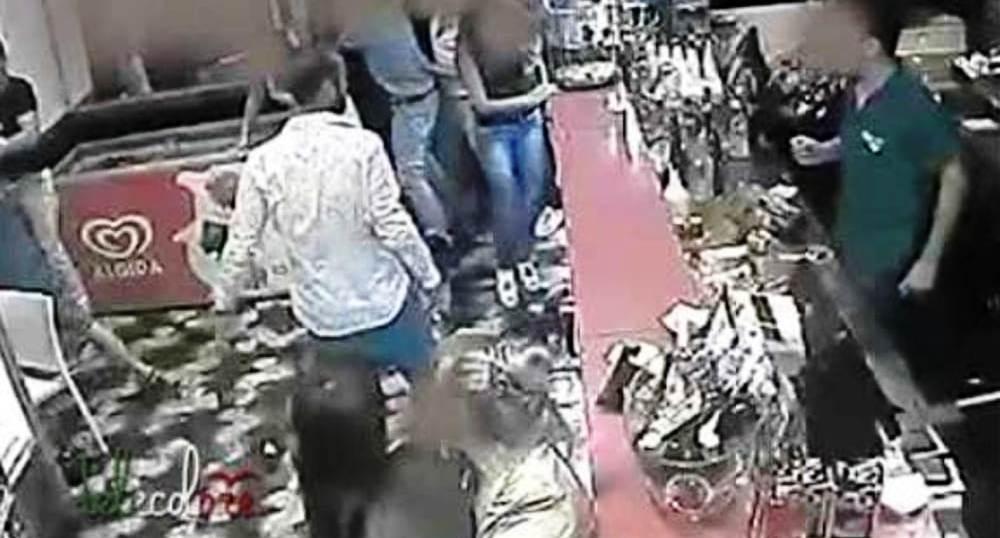 Grave atto razzista in un bar, ridotta in fin di vita perchè straniera: tre arresti