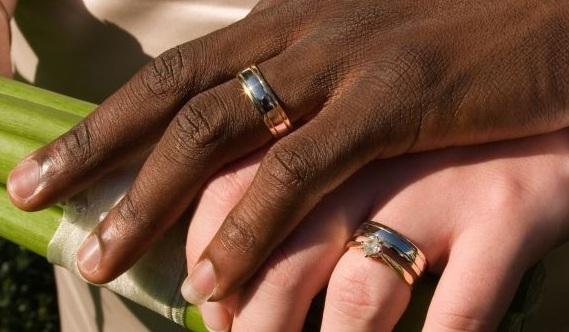 Mille euro per sposare un tunisino e fargli ottenere il permesso di soggiorno: 11 arresti