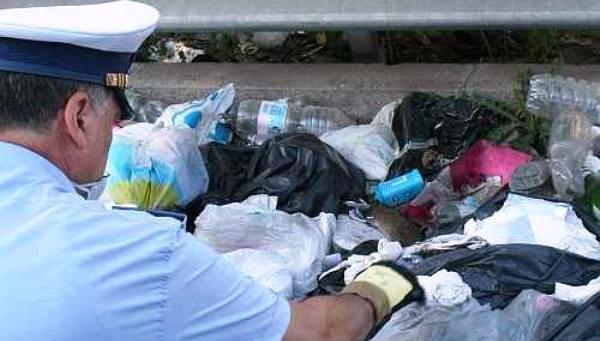 Campobello. Continua la lotta dell'amministrazione contro chi abbandona rifiuti per strada: altre 10 multe elevate in via mare