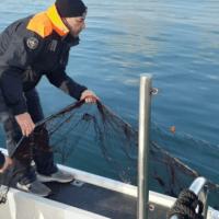 La Capitaneria di Porto di Mazara sequestra 3 km di rete da pesca all'interno dello specchio acqueo del Porto