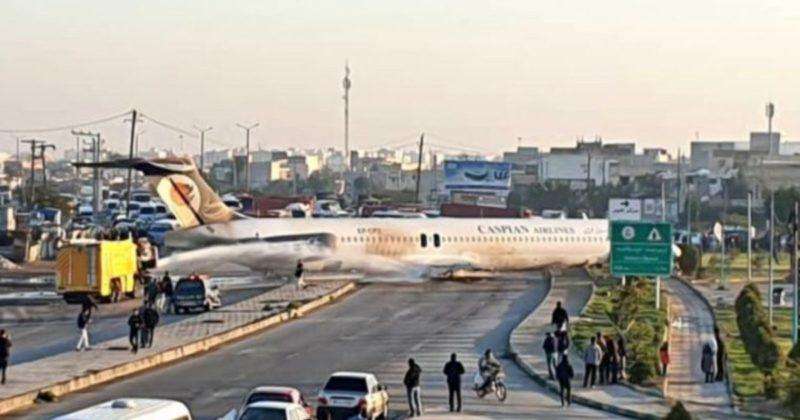 Aereo di linea atterra sull'autostrada a Mahshahr, i passeggeri sono tutti salvi (Video)