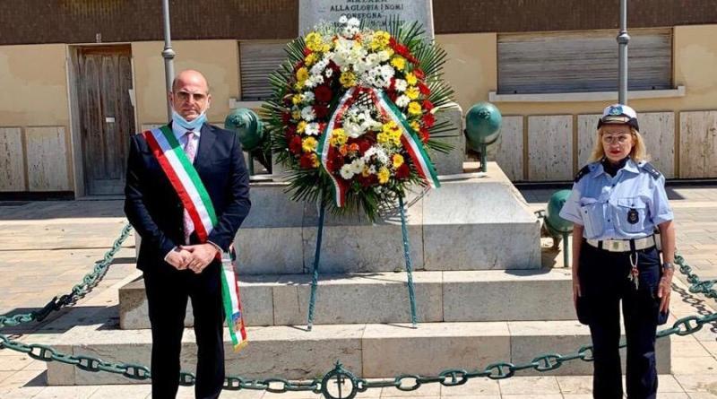 Mazara. Festa della Repubblica: deposizione di una corona di fiori al Monumento ai Caduti