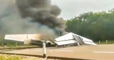 I trafficanti di droga messicani abbandonano l'aereo sull'autostrada – VIDEO