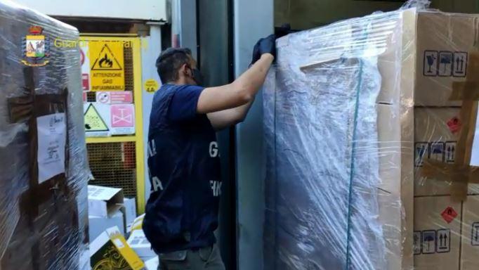 Como. Scoperti e sequestrati oltre 31.500 litri di falso disinfettante