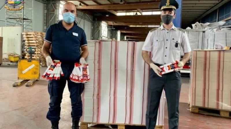 """Porto di Bari: ingente sequestro di 4,5 milioni di  imballaggi """"Marlboro"""" contraffatti"""