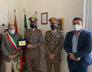 da sx il sindaco Morfino, il graduato Piazza, colonnello Nola e assessore Riccobene