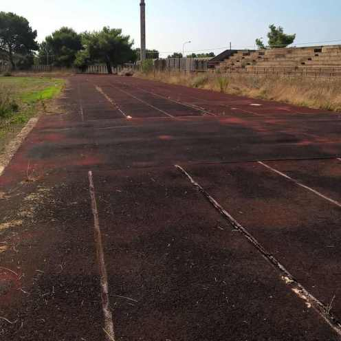 la vecchia pista d'atletica da sostituire