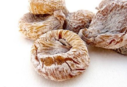 Higos secos enharinados, recubiertos de harina de trigo