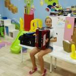 en el taller de musica en el campamento de verano ingles