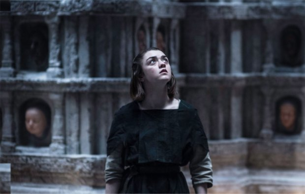 Arya-in-the-hall-of-Faces-episode-6