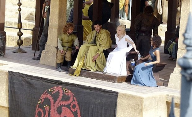 Tyrion-meets-Danny-in-the-Fighting-Pits-of-Meereen