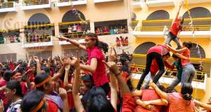 Dahi-Handi-Celebrations-in-Cummins-College-Pune